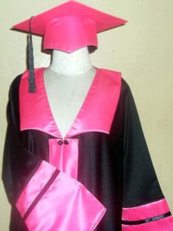 ملابس التخرج